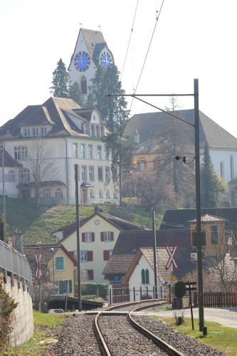 Die Bahnlinie durchquert die Ortschaft Hinwil, © DVZO, Hugo Wenger
