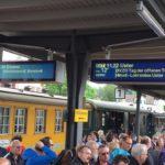 Fahrgäste in Hinwil © Roman Scherrer
