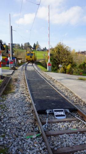 Die neue Fahrbahneindeckung ist fast fertig, © DVZO, Lukas Trüb