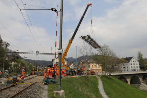 Verlegen der neuen Gleisjoche, © DVZO, Georg Trüb