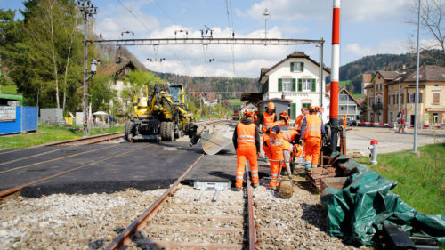 Letzte Arbeiten am Bahnübergang, © DVZO, Jonas Hostettler